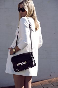Ahhhh the Proenza Schouler Classic ^^ ♥ Street Chic, Street Style, Fashion Bags, Fashion Outfits, Minimal Chic, Daily Fashion, Spring Summer Fashion, My Style, Style Blog