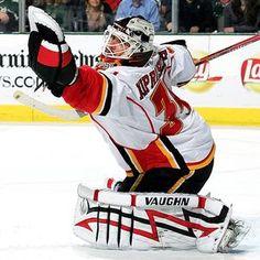 Miika Kiprusoff Calgary Flames one of the best to stand between the pipes! Hockey Goalie, Hockey Teams, Hockey Players, Ice Hockey, Goalie Mask, Win Or Lose, Calgary, Pipes, Nhl