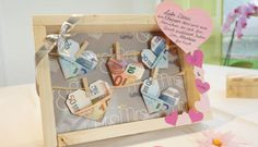 Banknotes on the clothesline for the wedding - Hochzeit geschenk geld Bachelorette Party Cupcakes, Bachelorette Gifts, Handmade Wedding Gifts, Wedding Gifts For Guests, Birthday Gifts For Brother, Diy Birthday, Wedding Picture Frames, Gifts For Your Boyfriend, Clothes Line