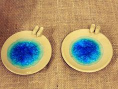 Pair of doves wedding ring holder. Handmade high temperature ceramic. Porta alianças casal de pombinhos. Cerâmica artesanal de alta temperatura. #wedding #ringholder #ringdish #ceramic #casamento #portaaliancas #ceramica