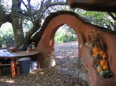 Love this archway and wall