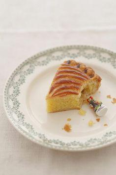 「ガレット・デ・ロワ」にしのばせる「フェーブ」はもともとは乾燥した空豆だったそう。/ガレット・デ・ロワとパイシートのおやつ(「はんど&はあと」2013年1月号)