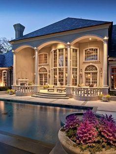 Love the facade of this building...idea to transform an ugly plain facade.