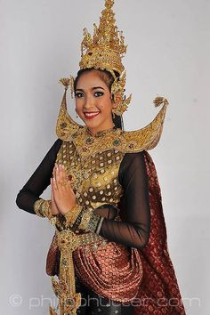 Miss Thailand - Chavika Watrsang posing with her National Costume as part of the activities. Miss Earth 2015 was held on 5 December 2015 at Marx Halle in Vienna, Austria. It was the first time the pageant was held in Europe and outside of Asia. It was also the first back to back victories in Miss Earth history: Angelia Ong of the Philippines crowned by Jamie Herrell of the Philippines. #NationalCostumes #MissEarth2015 #BeautyPageant #BeautiesForACause