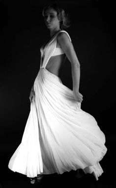 Madame Gres (Photo by Louis Freyssinet) Madame Gres, Vestidos Vintage, Vintage Dresses, Vintage Outfits, Style Couture, Haute Couture Fashion, Grecian Gown, Vogue, Vintage Fashion Photography