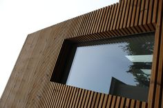 Extenson of a house in Ghent with thermowood for outdoor wall finishing. Arch Architecture, Contemporary Architecture, Modern Wood House, Shipping Container Design, Wooden Facade, Timber Deck, Timber Cladding, Wooden Textures, Wood Detail