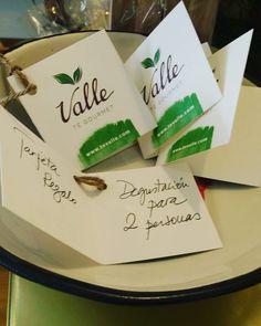 Os dejamos una idea para cuando no sabes muy bien que #regalo elegir... Y es una #tarjetaregalo para una #degustacion... Aquí en #tevallegourmet ... Donde la #magia del #té se encarga de hacer que tengas una #teaexperience única. Siempre algo por #aprender y por #descubrir ...! #felizdia ..! #teatime #malasañamola #chamberi #condeduquegente #caminodelté #teavallelovers #love and #tea by tevallegourmet