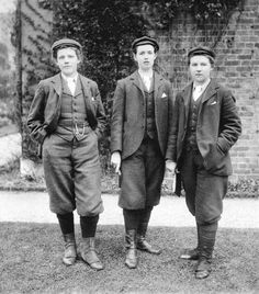 The first female gardeners were employed at Kew Gardens (England / UK) in 1896 and were encouraged to wear men's clothing so as not to distract!