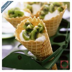 Parece sorvete, mas não é! Ao invés do sorvete, que tal substituí-lo por uma deliciosa casquinha com iogurte e frutas da sua preferência?! #DicaCassol #Verão