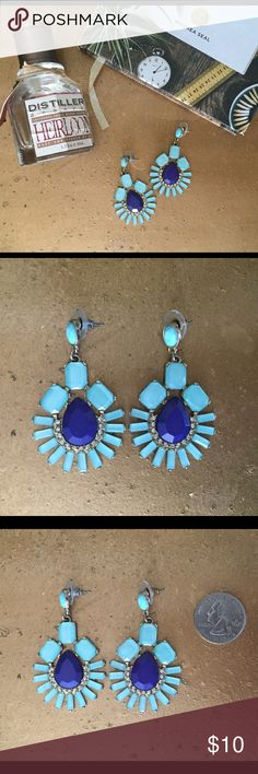 Gorgeous Faux Earrings Make a statement with these notice-me earrings! When previously, but no defects. The pic with the quarter is to give you an idea of the size. Blue/faux diamond stones on faux gold. Jewelry Earrings