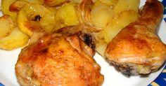 Mennyei Sült csirkecomb tepsis burgonyával recept! Ez a sült csirkecomb recept is egy kedvenc nálunk, főleg amikor nincs kedvem sokat a tűzhely mellett állni. Tényleg olyan étel, amit kb.20 perc összedobni és csak várni kell, amíg a sütőben megsül. Nyáron, mikor nagy meleg van, kifejezetten előnyben részesítem azt, ami mellett nem kell ott állnom a sütő mellett. Régen mikor kezdtem a főzést külön sütöttem meg őket, de úgy a burgonya szárazabb lett, így szaftosabb és ízletesebb, nem mellesleg ... Croatian Recipes, Hungarian Recipes, Polish Recipes, Polish Food, Chicken Wings, Poultry, Food Porn, Pork, Food And Drink
