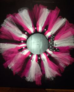 "Tulle wreath with ""L"" and bling Tulle Wreath, Front Door Decor, Wreath Ideas, Projects To Try, Crafting, Bling, Wreaths, Halloween, Holiday"