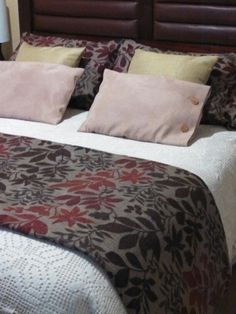 Ropa de cama Bed, Furniture, Home Decor, Throw Pillows, Bedding, Beds, Friends, Decoration Home, Stream Bed