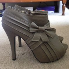 Rue21 Open Toe Heels Size 6.5 gray/beige heels, worn a few times, slightly worn Rue 21 Shoes Heels