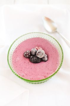 Home-Made Oat-Berry Yoghurt  (2-4 servings)    100g whole oat grain (groats)  100g rolled oats (not instant)  water    100-200g fresh or frozen berries  1 teaspoon stevia  1/4 teaspoon ground pure vanilla