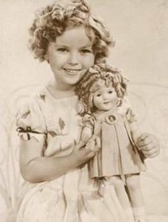 """Shirley Temple and her doll. Cecile's compliment to Vonetta made Delphine call her """"Hollywood's Black Shirley Temple"""". Although, Shirley Temple is a really cute kid. Marie Osmond, Classic Hollywood, Old Hollywood, Shirley Temple, Temple Movie, American Children, Beanie Babies, Celebrity Moms, Vintage Children"""