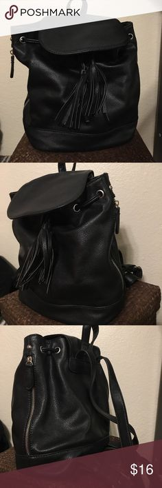 Black faux leather backpack purse🌼 Like new!! Black backpack with silver hardware and cute zipper pockets on the side. Also has a tassel front with magnetic closures Forever 21 Bags Backpacks