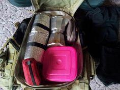 Sbalit bábovku, kavovar, něco na sednutí a narychlo vyběhnout na kopec uvařit si kafe a posvačit. Bags, Handbags, Bag, Totes, Hand Bags
