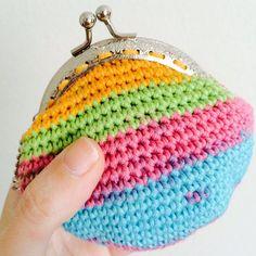 He encontrado este interesante anuncio de Etsy en https://www.etsy.com/es/listing/229846802/monederos-crochet