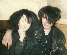 More Goths of the Siouxsie Sioux eyes, Ian McCulloch hair and lots and lots of black. Crank up the Bauhaus and release the bats! ( Via Now This Is Gothic) Vintage Goth, 80s Goth, Punk Goth, Goth Make Up, Dark S, Riot Grrrl, New Romantics, Goth Aesthetic, Club Kids