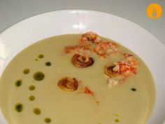 Vichyssoise Con Puerro Plancha Y Gambon Cheeseburger Chowder, A Table, Pudding, Cooking, Desserts, Food, Chorizo, Dressings, Ideas