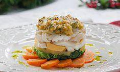 Bacalhau assado no forno. O bacalhau gratinado com grão é uma receita para acrescentar ao seu repertório. Este prato de forno pode ser preparado com antecedência e alimenta uma mesa grande.