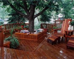 Seats around trees can be made out of versatile materials, including pallets, stone, bricks etc. There could be a bench or maybe even a deck around trees. Deck Around Trees, Landscaping Around Trees, Back Patio, Backyard Patio, Outside Living, Outdoor Living, Tree Seat, Tree Bench, Cedar Deck