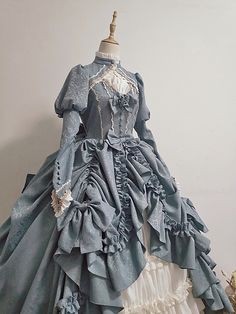Old Fashion Dresses, Old Dresses, Pretty Dresses, Vintage Dresses, 1800s Dresses, Victorian Ball Gowns, Victorian Era Dresses, Victorian Fancy Dress, Royal Dresses