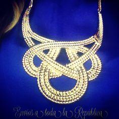Otro maxi collar Dorado súper ponible!