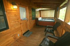 Lover's Escape in Gatlinburg, Tennessee: Deck w/Hot Tub