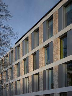 School of Engineering at Lancaster University, England / John McAslan + Partners - Architecture Lab Brick Architecture, School Architecture, Residential Architecture, Architecture Details, Building Exterior, Building Facade, Building Design, Facade Design, Exterior Design