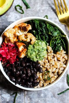 10 Most Misleading Foods That We Imagined Were Being Nutritious! Serve Up Dinner In Less Than 30 Minutes With This Black Bean Buddha Bowl Recipe With Creamy Avocado Pesto It's Vegan, Gluten-Free, And Full Of Nutrients. Avocado Pesto, Avocado Toast, Vegan Pesto, Whole Food Recipes, Cooking Recipes, Cooking Tips, Vegetarian Recipes, Healthy Recipes, High Protein Vegan Recipes
