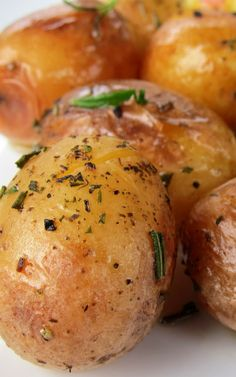 Roasted Potatoes - from the pressure cooker!! 4-5 Tbsp. Vegetable Oil 1-2 lbs (500g - 1k) Baby or Fingerling Potatoes (however many will just cover the base of your pressure cooker) 1 sprig, Rosemary 3 Garlic Cloves (outer skin on) ½ cup Stock Salt and Pepper to Taste