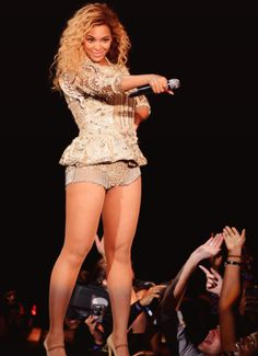 Beyoncé Performing. She's the best!