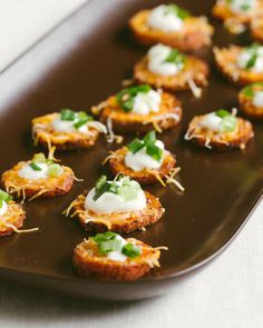 Healthy Loaded Sweet Potato Rounds is part of Fancy Potato appetizers - These Loaded Sweet Potato Rounds are the most delicious, crowd pleasing healthy appetizer for entertaining like bruschetta, but with a sweet potato base! Loaded Sweet Potato, Sweet Potatoe Bites, Potato Bites, Tapas, Best Appetizers, Appetizer Recipes, Vegetarian Appetizers, Appetizer Ideas, Thanksgiving Appetizers