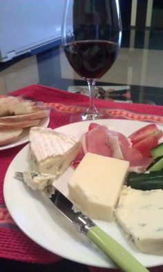 @WillStudd Blue d'affinois & Cabot vintage cheddar. Here's to more cheese slices! pic.twitter.com/M9ONGYYAAp