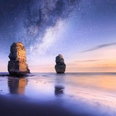 Dusk on the Great Ocean Road. These amazing sea stacks stand tall on the Australian coast of Victoria under a galaxy of stars. #ocean #beach #greatoceanroad #victoria #australia #stars #nightsky #explore #photography #travel #seastacks #blitzworld Thanks to @midnight_photography by blitzworld