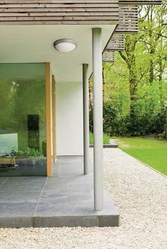 Genießen Sie Ihren Außenbereich mit dieser einfachen und dennoch eleganten weißen Philips myGarden Deckenleuchte. Sie erzeugt ein warmweißes, energiesparendes Licht und besteht aus hochwertigen Materialien. Ein besonderer Lichtschein...