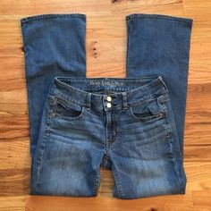 American Eagle Artist Jeans Here are the artist style jeans! They are super stretch and are super amazing! They are in great condition! American Eagle Outfitters Jeans Straight Leg