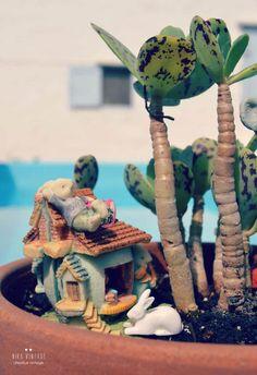 foto - 6 mundo en maceta con animales de plastico