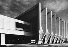Visions of an Industrial Age // Town Hall, Marl, Germany, 1967 (Van den Broek / Bakema) sheslostctrl Gothic Architecture, Futuristic Architecture, Architecture Details, Interior Architecture, Bauhaus, Brutalist Design, Concrete Building, Concrete Structure, Environment Design