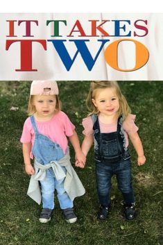 The easiest costumes ever based on the Mary Kate and Ashley movie It Takes Two! Twin Costumes, Easy Costumes, Movie Costumes, Costume Ideas, Last Minute Halloween Costumes, Halloween Diy, Ashley Movie, It Takes Two, Diy For Kids