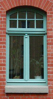 alte fenster kaufen ein sehr gro es holzfenster fenster. Black Bedroom Furniture Sets. Home Design Ideas