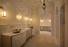 exoticism and purity in this elegant bathroom