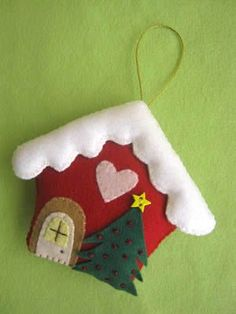 felt house ornament - image only Felt Christmas Decorations, Felt Christmas Ornaments, Christmas Fun, Christmas Houses, Christmas Projects, Felt Crafts, Christmas Crafts, Paper Crafts, Deco Table Noel