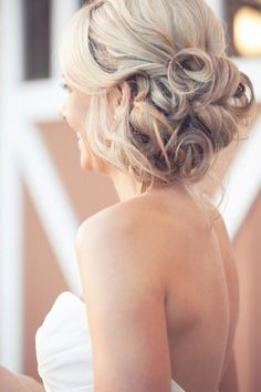 30 Ways to Wear a Messy Updo: Gorgeous Updo