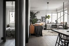 This lovely small Stockholm apartment hit the market today trough real estate agency Skandia Mäklarna. The apartment is decorated in various shades of grey, including the dark grey doorframes, which g