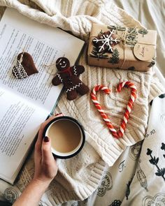 Cozy Christmas flatlay with gingerbread men and candy canes Christmas Time Is Here, Christmas Mood, Merry Little Christmas, Noel Christmas, Christmas And New Year, All Things Christmas, Christmas Flatlay, Christmas Morning, Hygge Christmas