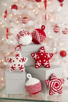 Ravelry: Holiday Stars and Balls Ornaments pattern by Laura Bain #Free #Pattern