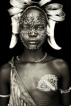 Ethiopia - Omo Black & White Beautiful Photography by John Kenny taken with Africa's remotest tribes. Fine art prints in black and white, also colour, are available to buy in signed, limited editions. Facing Africa: the book is out now John Kenny, Black Is Beautiful, Beautiful World, Beautiful People, We Are The World, People Around The World, African Beauty, African Art, Tribal Face